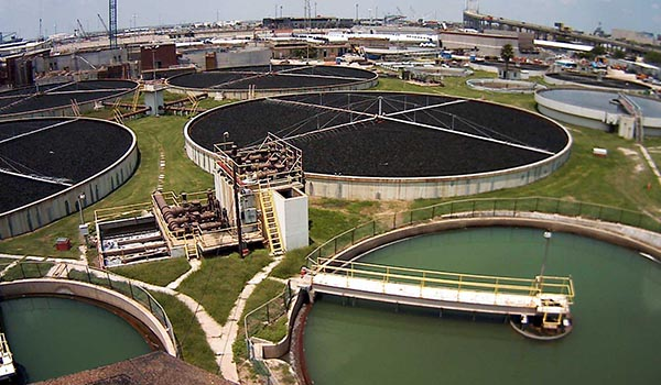 Wastewater_treatment_plant_disinfection.jpg