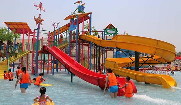 Water_theme_park_sanitation.jpg